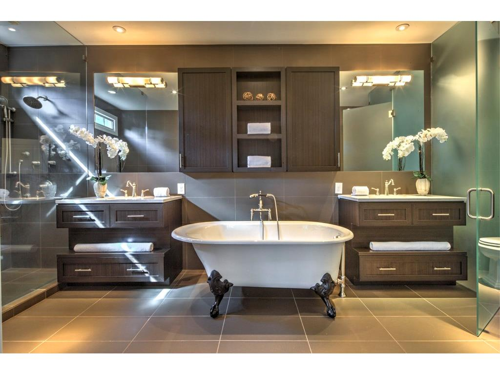 """How to Stage Bathrooms that Say """"Aaah, Spa!"""" 