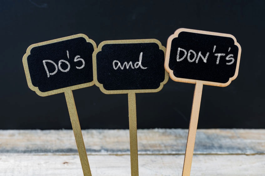 Mini handmade signs spelling Do's and Don't's